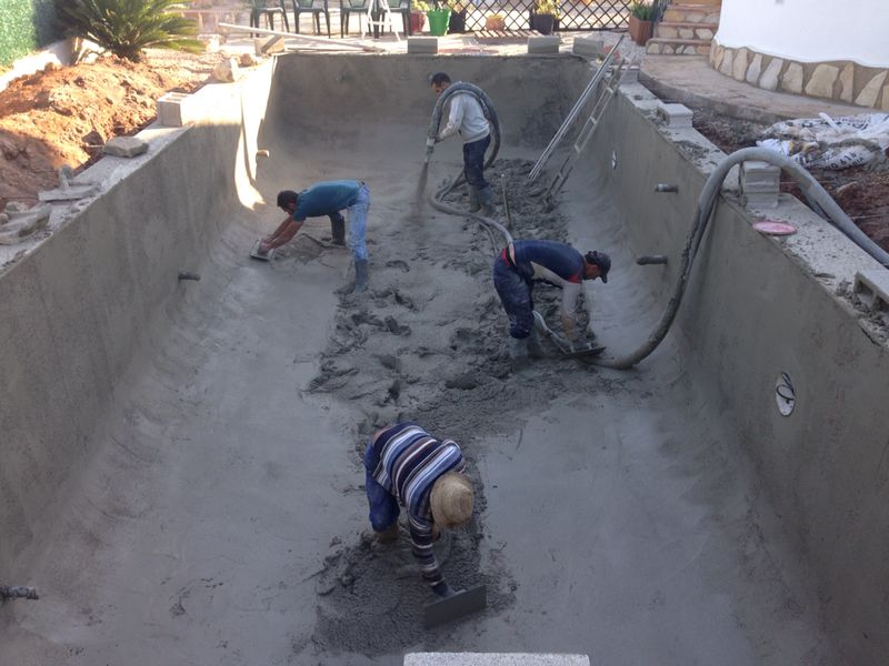 Forming the Gunite into your Swimming Pools Shape